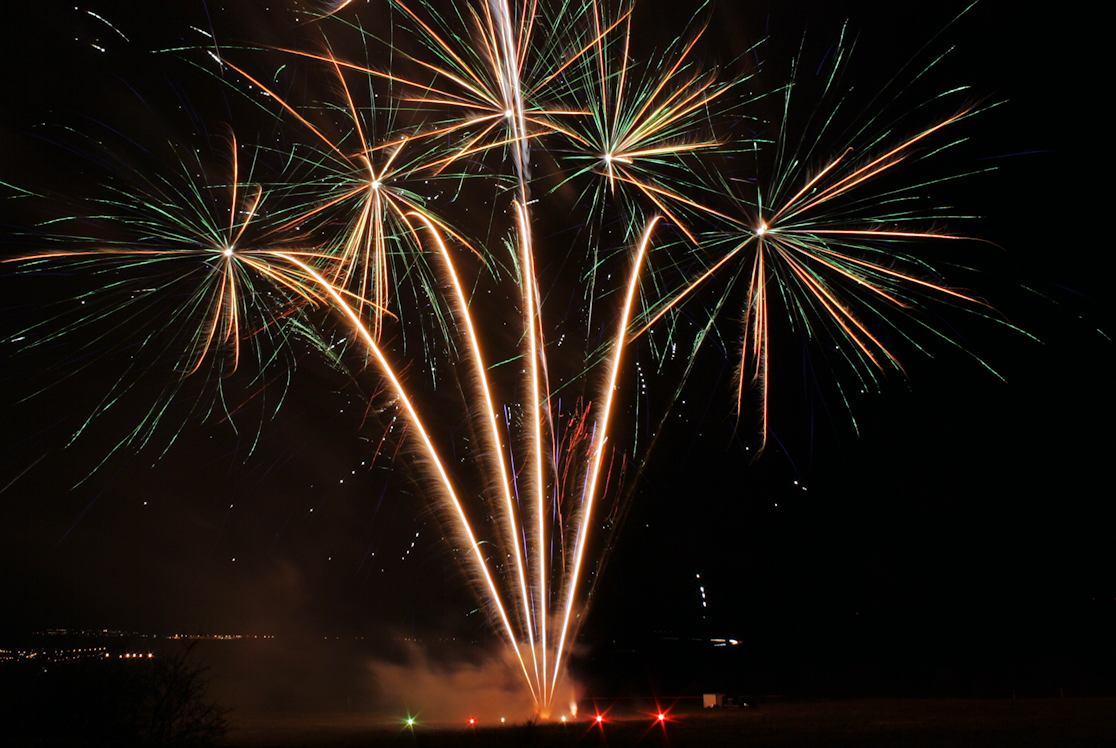 Ein farbenfrohes Feuerwerk zur Firmenfeier in Thüringen